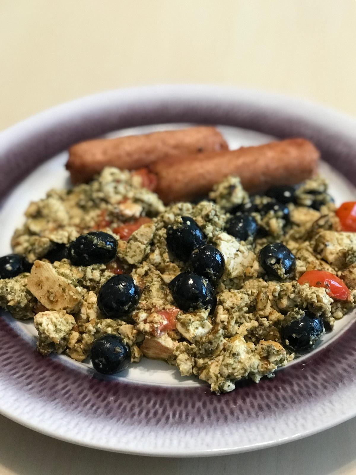 Tomato, Olive and Pesto Tofuscramble